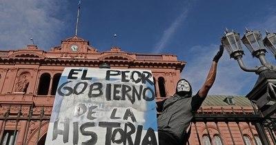 La Nación / Numerosas protestas opositoras en Argentina contra 'vacunación vip'