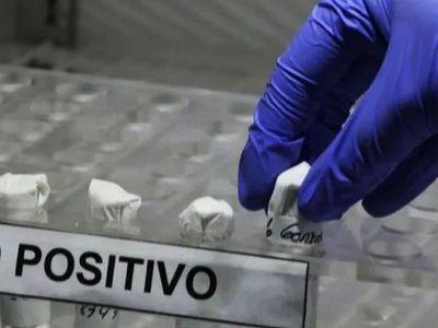 El virus sí se transmite por manipular envases, alega médico infectólogo