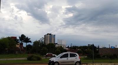 Domingo caluroso y con chaparrones, según Meteorología