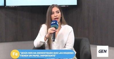 """La Nación / En la Iglesia """"se van rompiendo barreras para las mujeres"""", dice secretaria arquidiocesana"""
