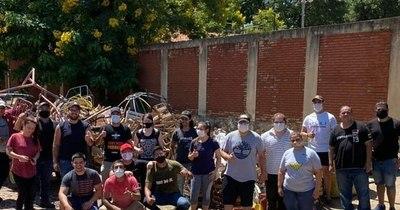 La Nación / Jóvenes colorados emprenden campaña de limpieza