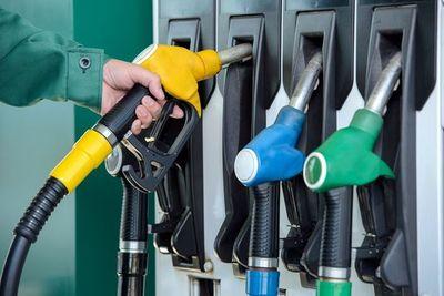 ¿Qué factores influyen en el precio de los combustibles que llega a los consumidores?