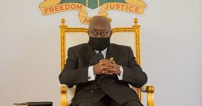 La Nación / Covax: presidente de Ghana recibe la primera vacuna gratuita