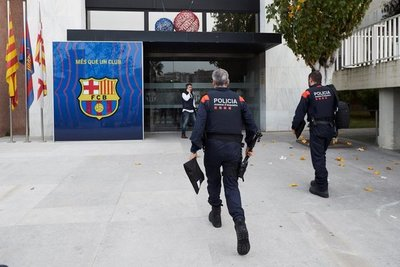 Allanan las oficinas del Barcelona