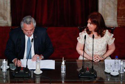 El presidente argentino anuncia querella judicial por toma de crédito al FMI