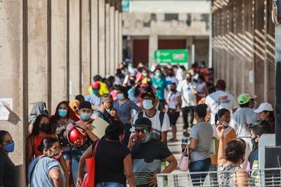 Acapulco reabre sus bares tras permanecer cerrados un mes por la covid