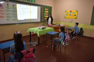 """Retorno a clases: """"Exigimos garantía en la salud de nuestros niños"""", dice presidenta de la Fedapy"""