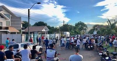 """La Nación / """"¡Tapeho che retãgui!"""", dicen ciudadanos a la empresaria que prohibió el guaraní"""