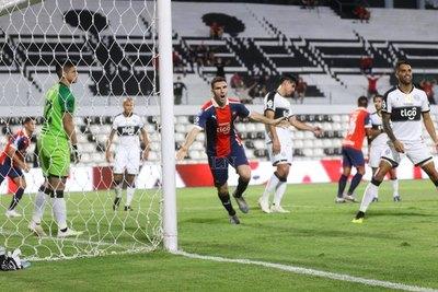 El análisis del VAR en la amarilla a Carrizo y el gol anulado a Cerro