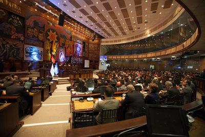 El Parlamento de Ecuador rechaza una ley sobre dolarización atada al acuerdo con el FMI