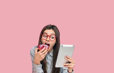 ¿Comer o no comer con la tablet y el celu?