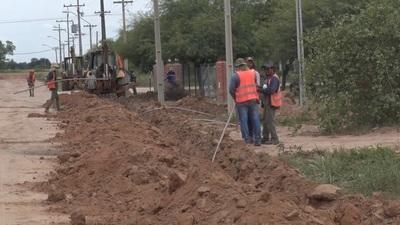 Colocación de cañerías del acueducto avanza en la comunidad Villa Choferes del Chaco