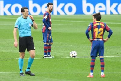 Barcelona, a remontar en Copa en medio de la tormenta institucional
