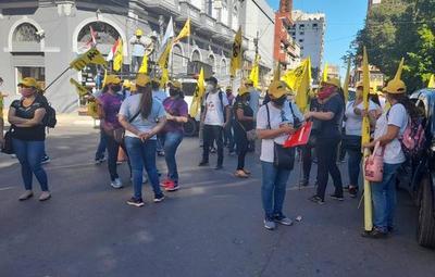 FEP y UNE: docentes marchan y repudian el actuar de Petta