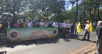 """La Nación / Docentes acusan a Petta de """"alhaja"""" y al gobernador de incoherente"""
