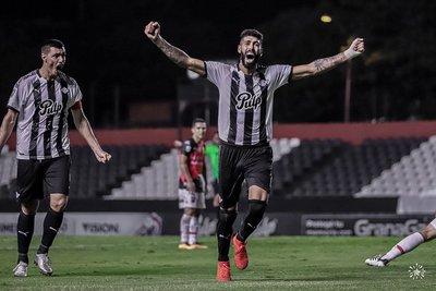 Libertad queda como único líder del campeonato tras victoria polémica
