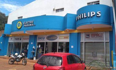 Bandidos se alzan con dinero y celulares de local comercial
