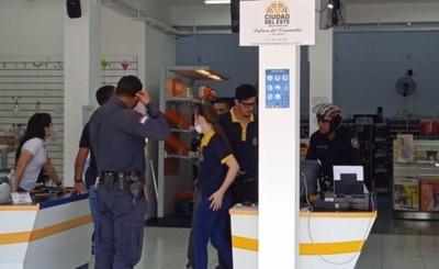 Falsos clientes asaltan casa de electrodomésticos