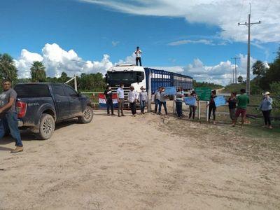 Pobladores bloquean caminos en Toro Pampa y en Bahía Negra