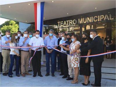 Mario Abdo inaugura obras de refacción del Teatro Municipal de Caacupé