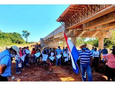 Pobladores reclaman puentes inconclusos en Concepción