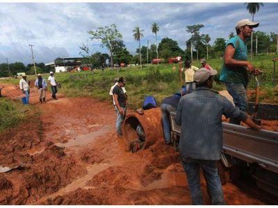 En San José Obrero los pobladores reparan  caminos