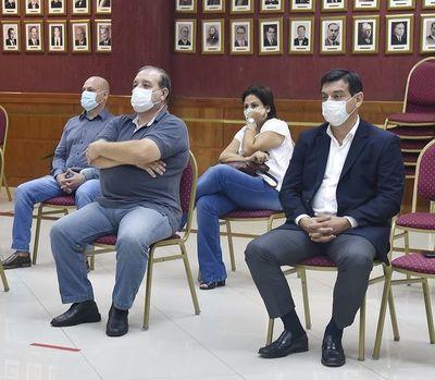 Exministro de Agricultura intenta dejar en el oparei juicio por desvío