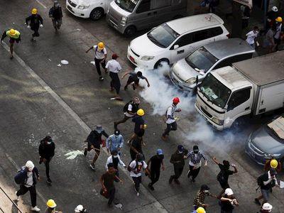 Nueva jornada sangrienta con al menos 15 manifestantes muertos