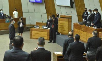 Jura reemplazo de Robert Acevedo en la Cámara de Diputados