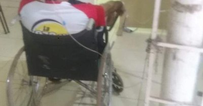 La Nación / Caacupé al límite: paciente aguardó en silla de ruedas y conectado a oxígeno por una cama libre
