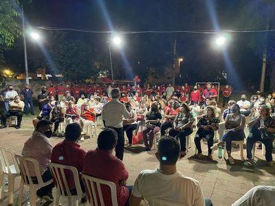 Concejal de Asunción criticado por aglomeración y no usar tapabocas en acto político
