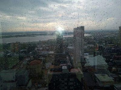 Anuncian un día cálido con precipitaciones y tormentas eléctricas