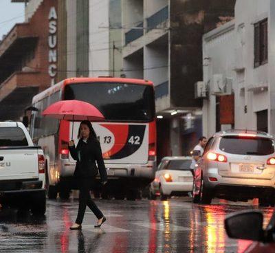 Pronostican jueves caluroso con lluvias y tormentas eléctricas