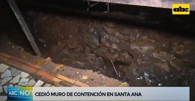 Cede muro de contención en Santa Ana a causa de temporal