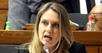 """La Nación / Gobierno """"inepto"""" presenta como novedad compras simplificadas, ley aprobada hace un año"""