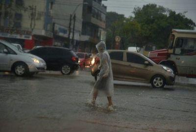 Jueves cálido con lluvias y posibles tormentas