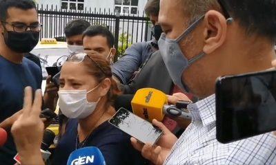 Viceministro de Salud admite que no hay medicamentos y pide disculpas