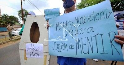"""La Nación / """"Dejen de robar en el nombre de la salud"""", manifiesta personal de Clínicas"""
