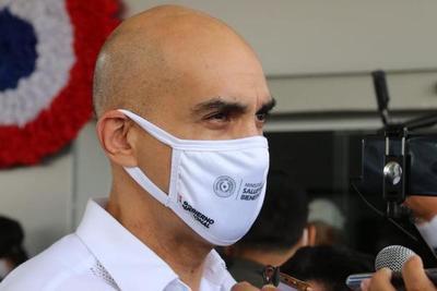 Desesperación y colapso en el sistema de salud: Legisladores exigen salida del Ministro Julio Mazzoleni