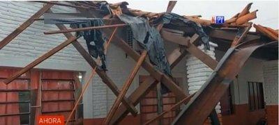 Cae techo de una escuela en Carapeguá