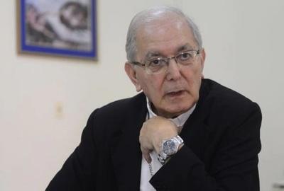 """""""No puede ser que falten medicamentos cuando hay todo un proyecto de dinero destinado a la salud"""", protestó monseñor Edmundo Valenzuela"""