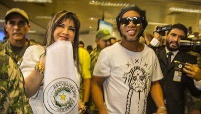 A un año de la detención de Ronaldinho, Dalia López sigue prófuga
