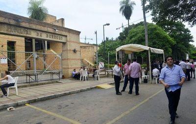 Centro de Estudiantes de Derecho UNA llama a paro general por suba de aranceles