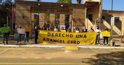 La Nación / Arancel Cero: estudiantes de derecho van a paro ante suba de aranceles en la UNA