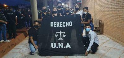 Estudiantes de la UNA de Pedro Juan se manifiestan en reclamo por suba de aranceles