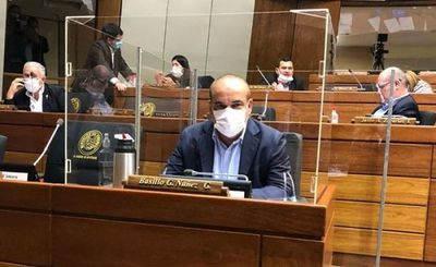 """Bachi"" Núñez, internado por neumonía tras dar positivo al COVID-19"