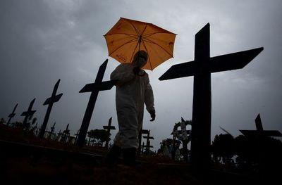 La pandemia de covid baja en EEUU pero resurge en Europa y Brasil