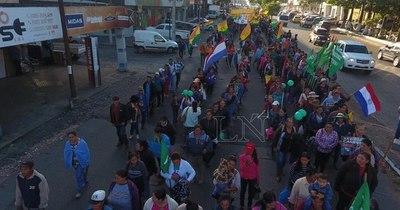 La Nación / Campesinos analizan si realizan o no tradicional marcha anual