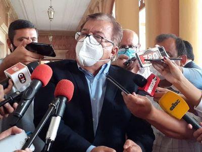 Nicanor minimiza crisis y afirma que se quiere tumbar al Gobierno