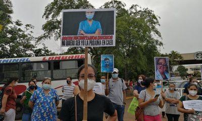 Funcionarios del Hospital Nacional también protestan por falta de medicamentos